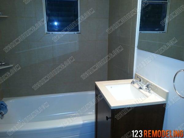 Wrigleyville Bathroom Refinishing