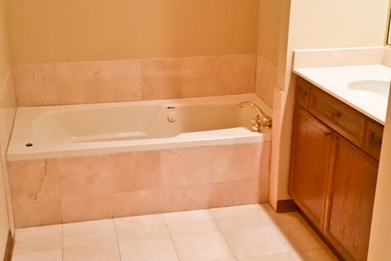 south loop bathroom before remodeling