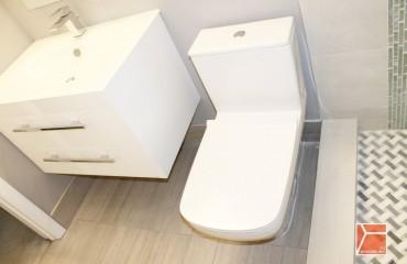 lake shore bathroom main image