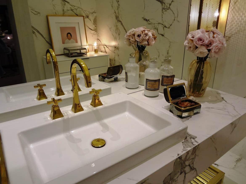 elegant sink and bath decor