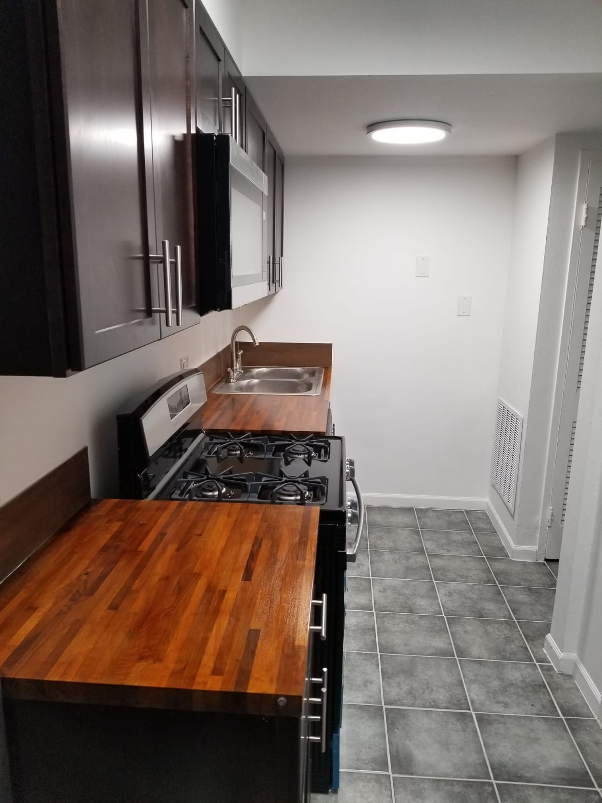 139 Ashland Ave Evanston IL Kitchen
