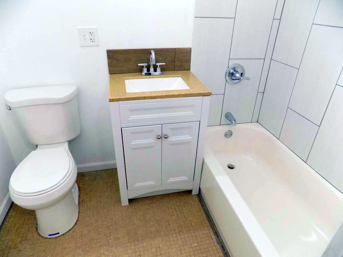 7270 South Shore kitchen bathroom