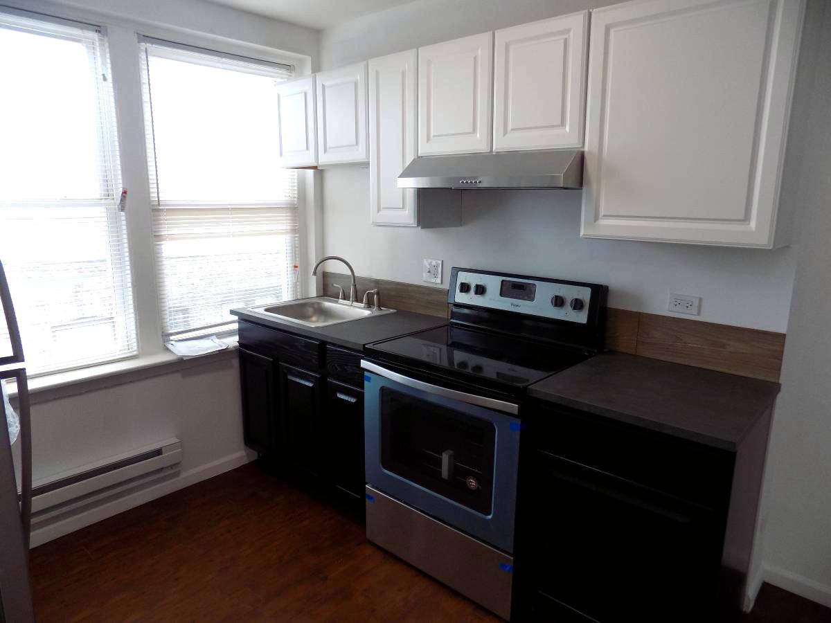 7270 South Shore kitchen